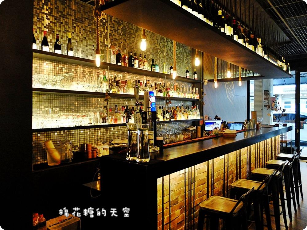 20170614034517 99 - 熱血採訪|台中鐵克諾餐酒館慵懶氣氛大爆表!九點一到變身英式工業風酒吧~
