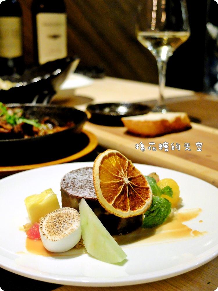 20170614034527 96 - 熱血採訪|台中鐵克諾餐酒館慵懶氣氛大爆表!九點一到變身英式工業風酒吧~