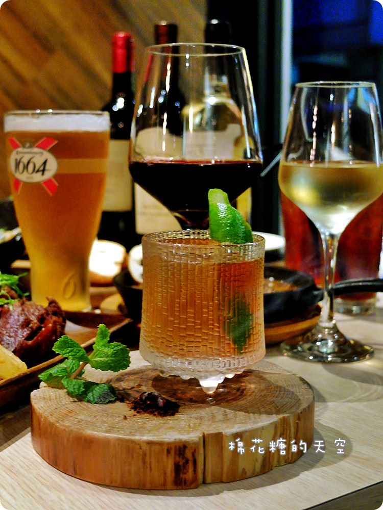 20170614034540 30 - 熱血採訪|台中鐵克諾餐酒館慵懶氣氛大爆表!九點一到變身英式工業風酒吧~