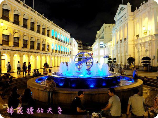 澳門旅遊‖入夜澳門更迷人,議事前庭噴水池與大三巴牌樓籠罩迷人金黃