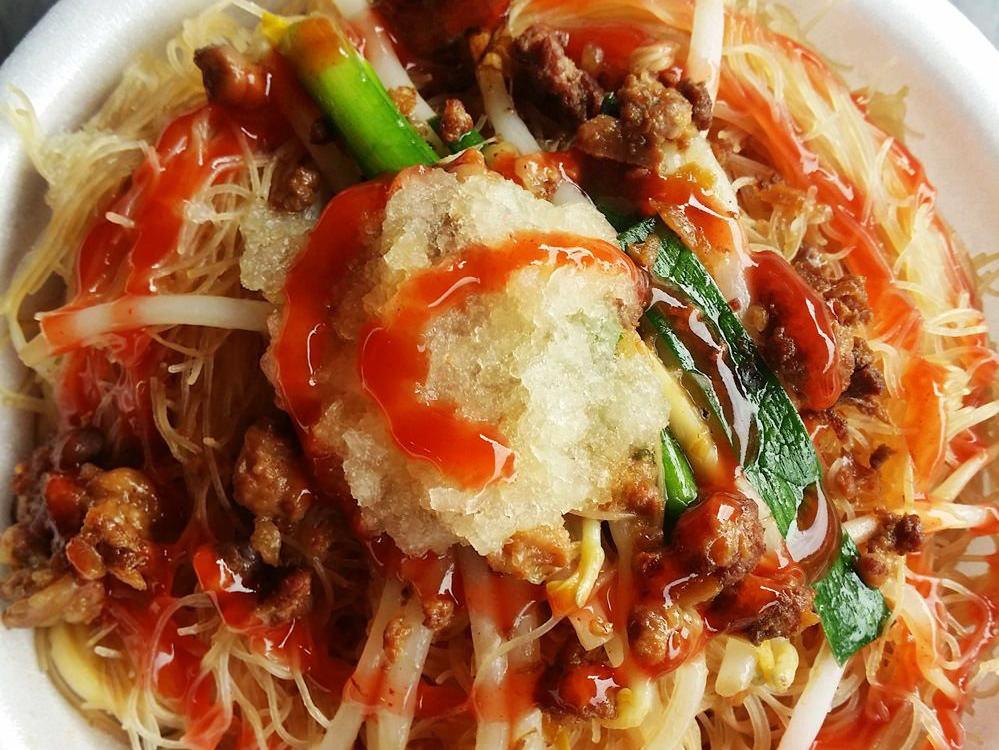 《台中美食》台中早餐吃什麼?當然是炒麵加甜辣醬!櫻花市場老攤吃好味~不加蒜泥少一味唷!
