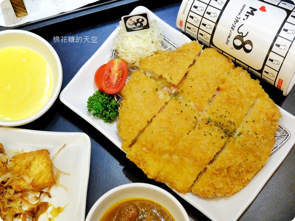 一中美食Mr.38咖哩專賣店新推出海味昆布鍋,超大牡蠣在裡面。