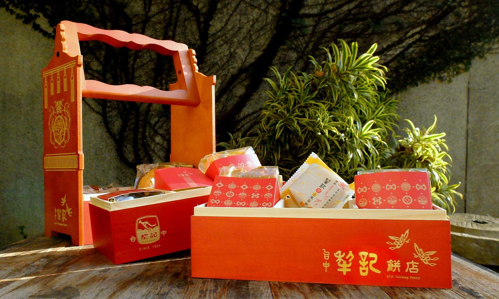 中西式喜餅喜餅推薦-台中犂記餅店融合傳統與新意,三層花轎囍盒超復古、超喜氣