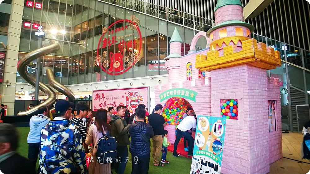 巨大扭蛋再進化!粉紅城堡大扭蛋機還有彩色扭蛋拱門喔!