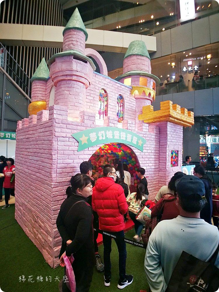 20180217212712 98 - 巨大扭蛋再進化!粉紅城堡大扭蛋機還有彩色扭蛋拱門喔!