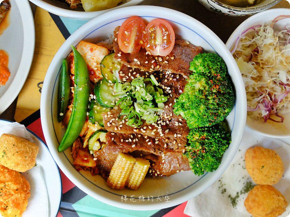 沙拉、熱湯、飲料吃到飽,秋刀鬪肥牛好吃高品質,叻排、雞腿也來鬪一腳