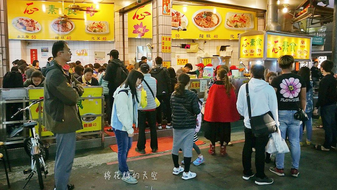 20180312232830 63 - 逢甲夜市超人氣名店一心素食臭豆腐,假日來要有排隊的準備!