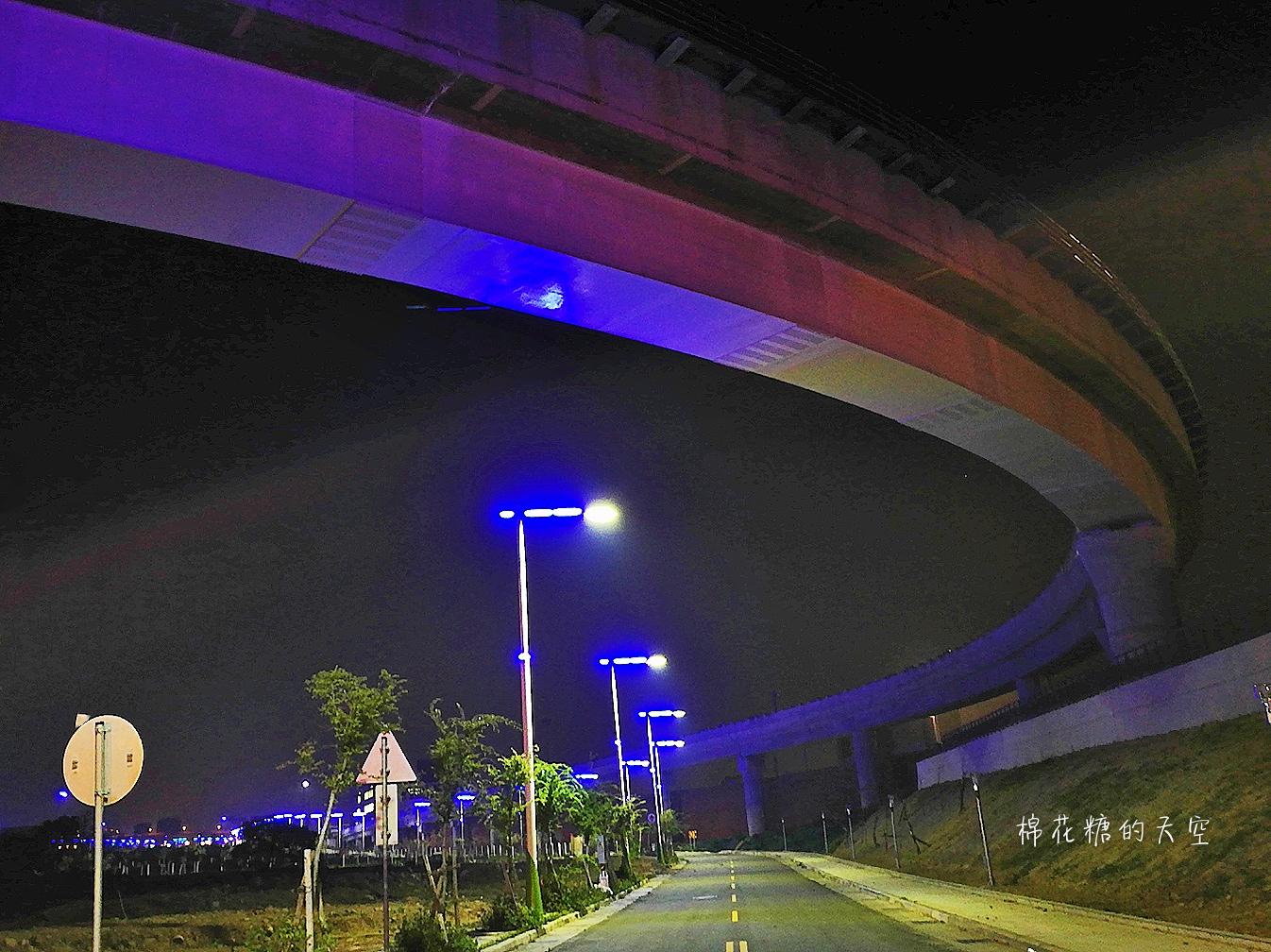 20180318232052 94 - 台中北屯新景點神秘藍色公路開通囉!藍紫色路燈好浪漫~