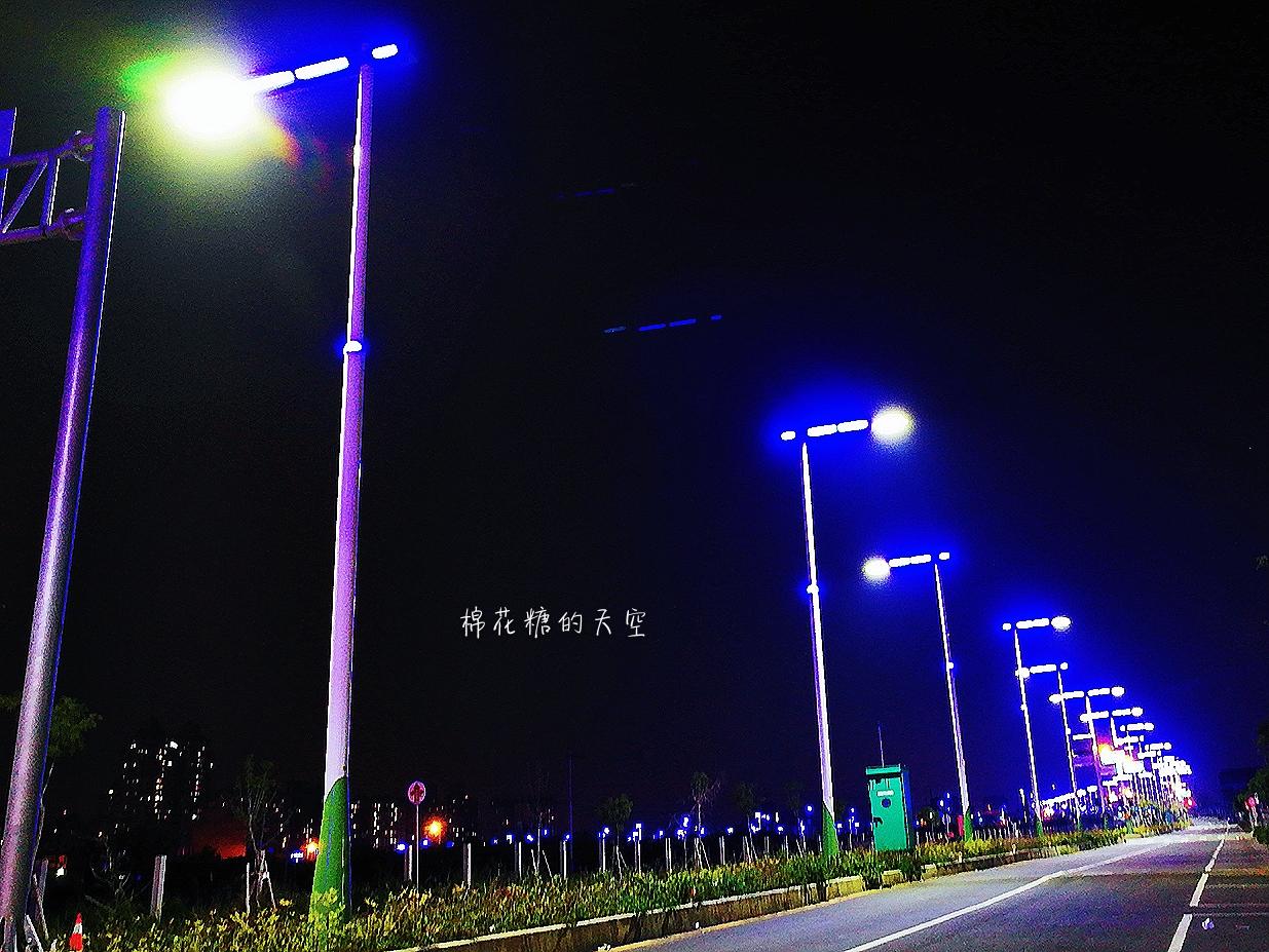 20180318232055 93 - 台中北屯新景點神秘藍色公路開通囉!藍紫色路燈好浪漫~
