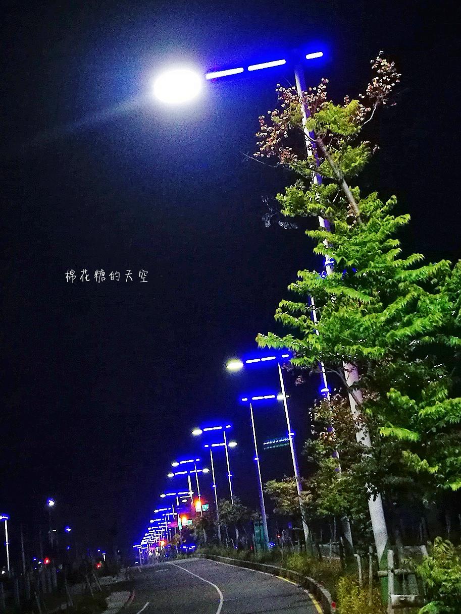 20180318232057 9 - 台中北屯新景點神秘藍色公路開通囉!藍紫色路燈好浪漫~