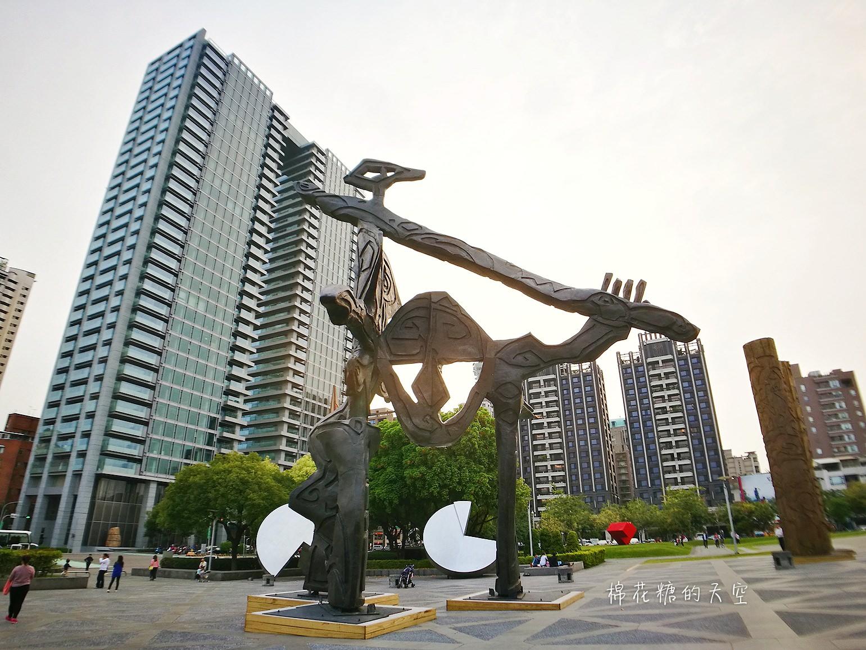 20180319190513 32 - 國立美術館被外星人佔據了?!五層樓高巨型雕塑被巨木圍繞好像電影場景!吳炫三回顧展