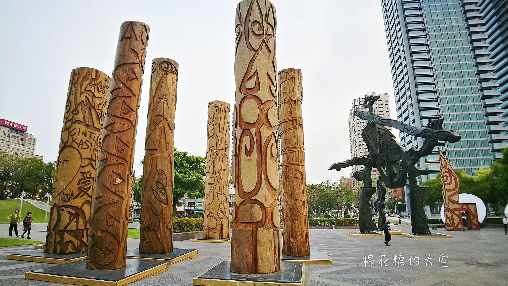 國立美術館被外星人佔據了?!五層樓高巨型雕塑被巨木圍繞好像電影場景!吳炫三回顧展