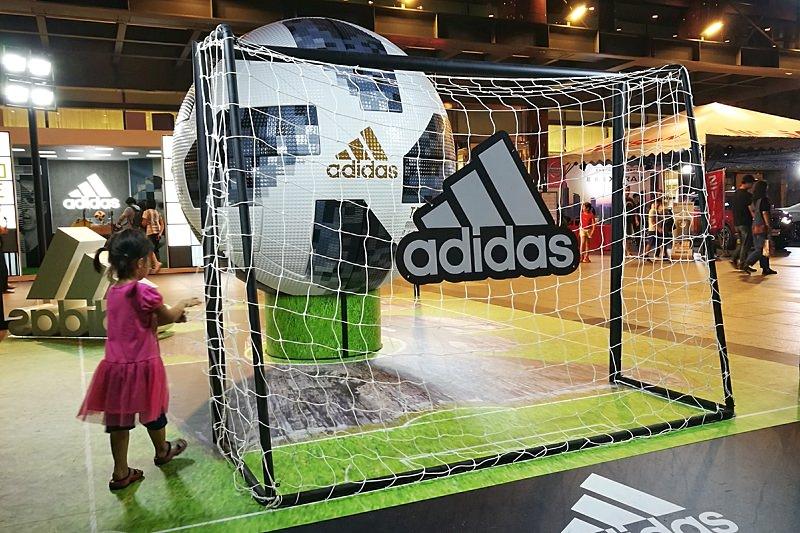 快閃世足賽IG打卡點,超大足球還有3D造景喔