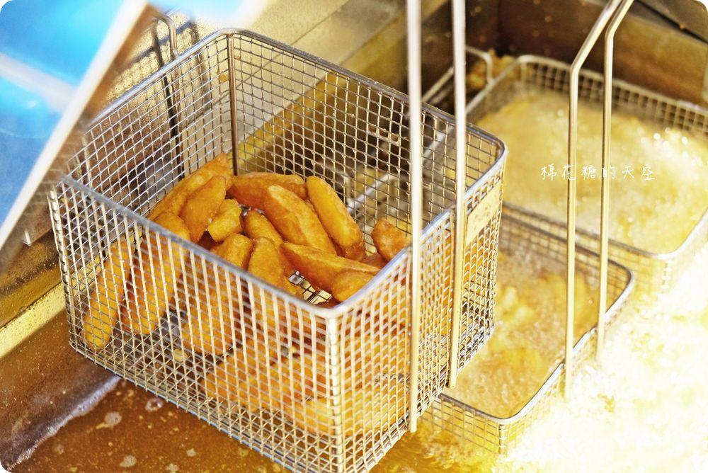 就是這一塊!潮麻吉雞排台中首店就在靜宜周邊喔!五種口味、兩種口感任你挑~