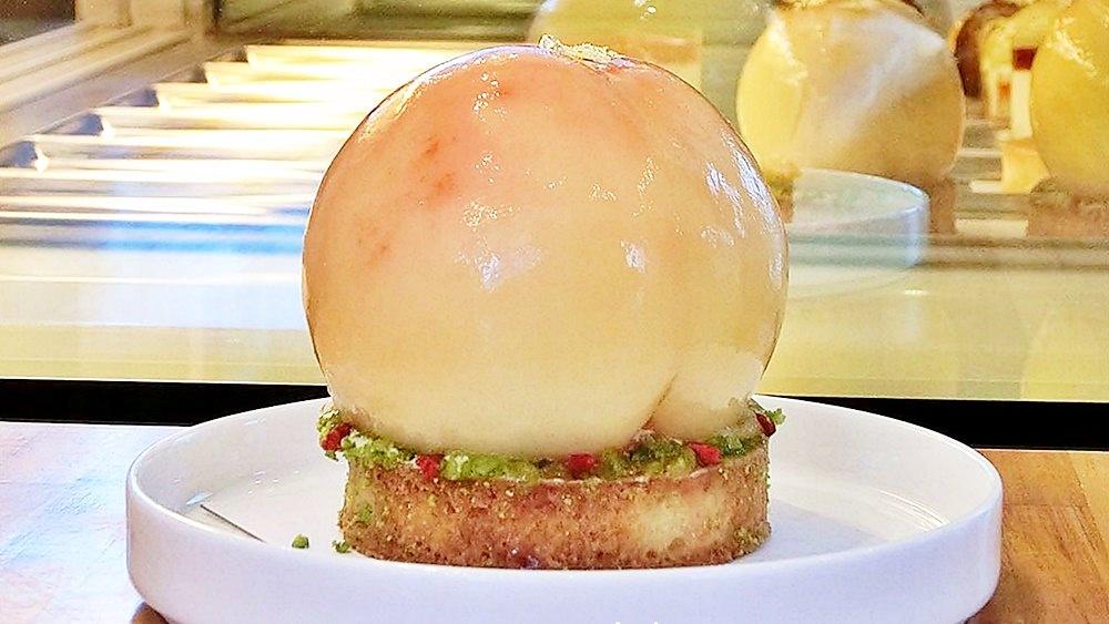 整顆水蜜桃做甜點!季節限定奢華版水蜜桃塔台中就有!錯過……明年不知道有沒有