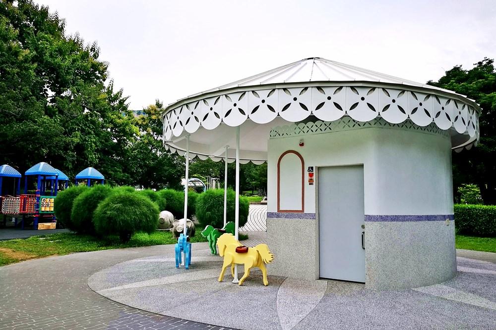 20180830180347 73 - 全台唯一五星級旋轉木馬廁所藏匿在台中公園!你上過了嗎?