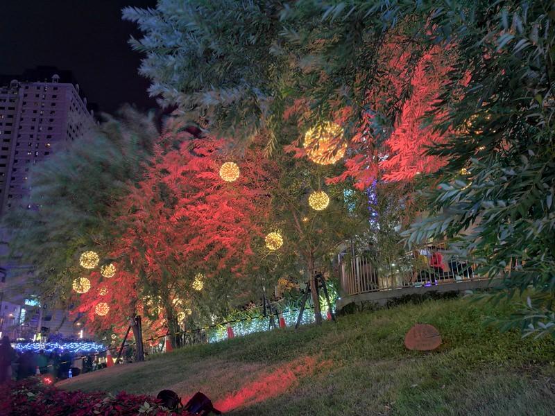 20181027201841 48 - 台中景點推薦|柳川水岸換新裝,浪漫燈海點燈人潮擠爆啦