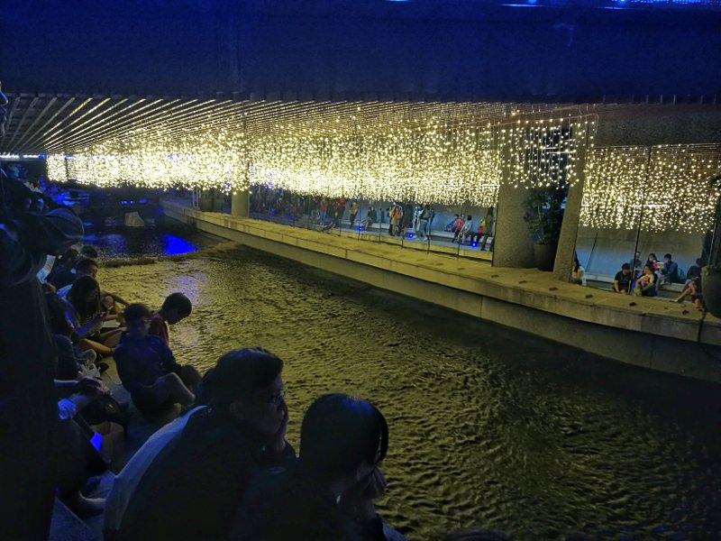 20181027201848 11 - 台中景點推薦|柳川水岸換新裝,浪漫燈海點燈人潮擠爆啦