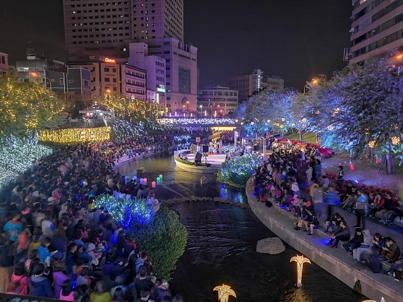 20181027201908 88 - 台中景點推薦|柳川水岸換新裝,浪漫燈海點燈人潮擠爆啦