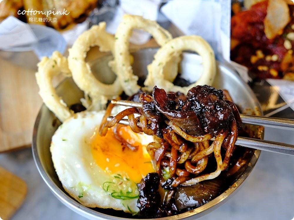 台中一日遊室內版|大魯閣新時代吃最潮韓式卡司KATZ餐廳,吃飽上樓飛鏢、保齡球,寒流來下雨天也不怕