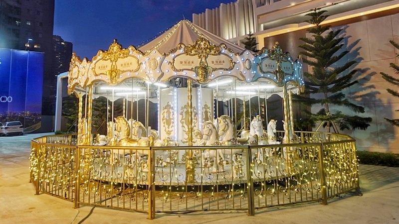 20190112172011 14 - 台中限時景點|台灣大道超夢幻旋轉木馬免費玩限時兩個週末~乘