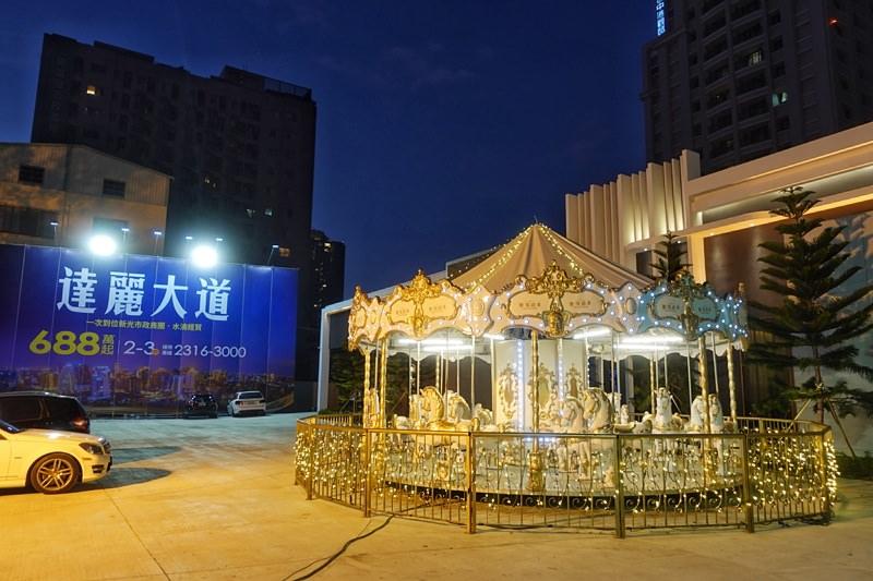 20190112172057 28 - 台中限時景點|台灣大道超夢幻旋轉木馬免費玩限時兩個週末~乘