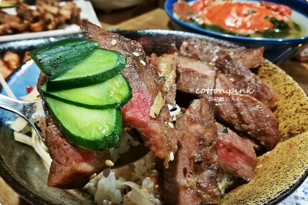 逢甲夜市隱藏版居酒屋-炭燒烤不只串燒好吃,牛排丼肉多到看不到飯了啦!