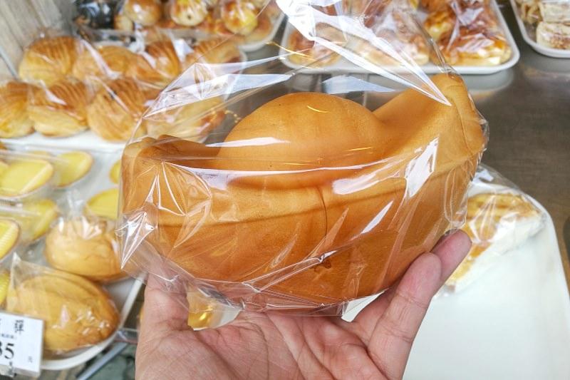 台中逢甲麵包老店出現金元寶麵包現做現烤~吃了發發發