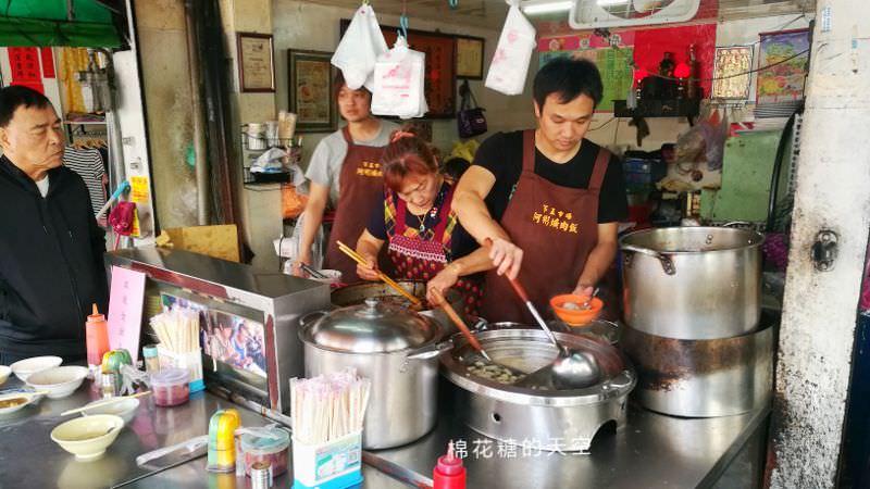 台中第五市場必吃阿彬爌肉飯-只有早餐吃得到隔壁就是太空紅茶冰