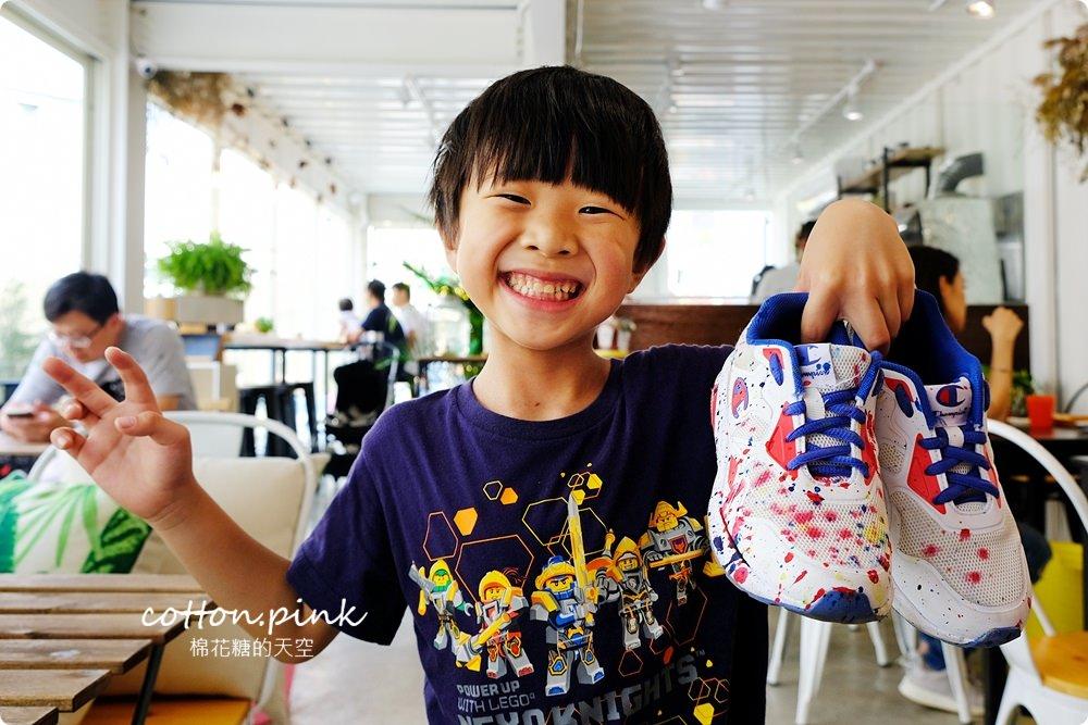 網美級台中親子餐廳-台中唯一chu a ka 滑步車咖啡館,小朋友大玩滑步車放電去,貨櫃屋、帳篷綠地超好拍