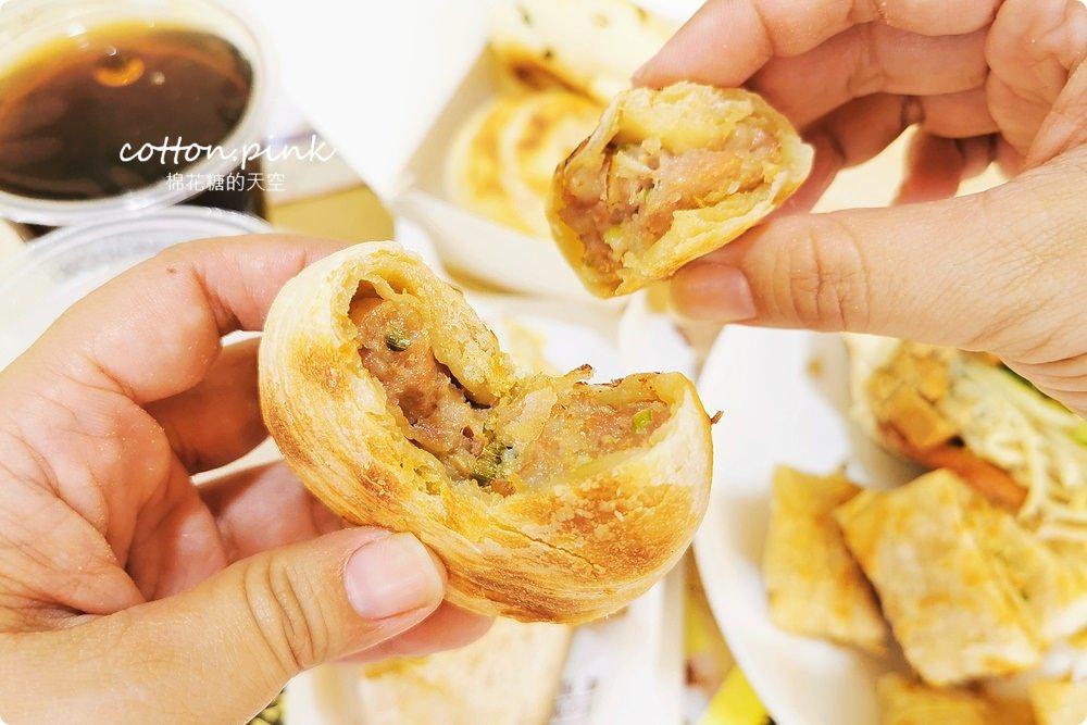 台中新光週邊最新早餐-道地眷村味燒餅,大口袋燒餅料多到爆炸!最新千層烤餅也不能錯過!