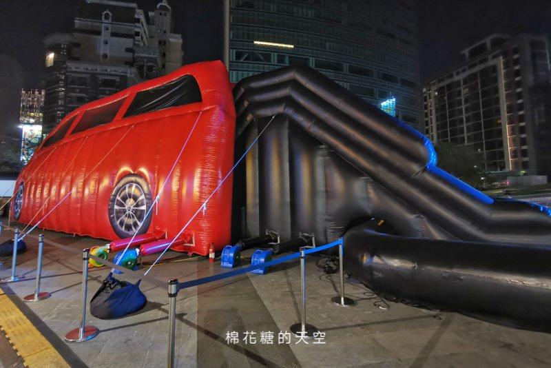 最貴氣的氣墊溜滑梯就在這!超大賓士休旅車小朋友也可以免費上車喔!