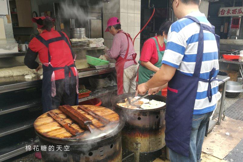 台中第五市場美食-樂群早餐,人氣不輸飯糰!招牌蔥油餅不一樣喔~
