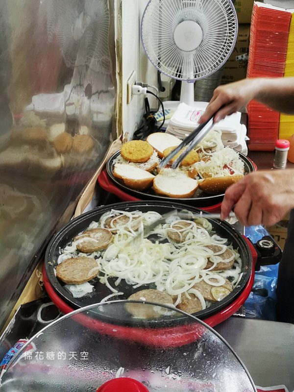 嘉義超夯打卡美食-晚上也吃得到的超大蓬萊漢堡