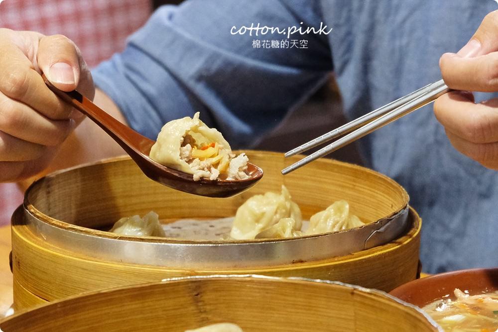 台中湯包獨家口味-蘆玉湯包!干貝加上搞剛蘿蔔絲~就在皇宸饌熱騰騰上桌啦