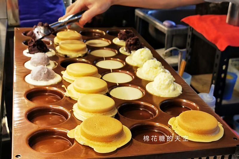 台中北平黃昏市場出現爆漿紅豆餅~大推芋頭口味天然好吃、阿咪紅豆餅奶油口味超多料!