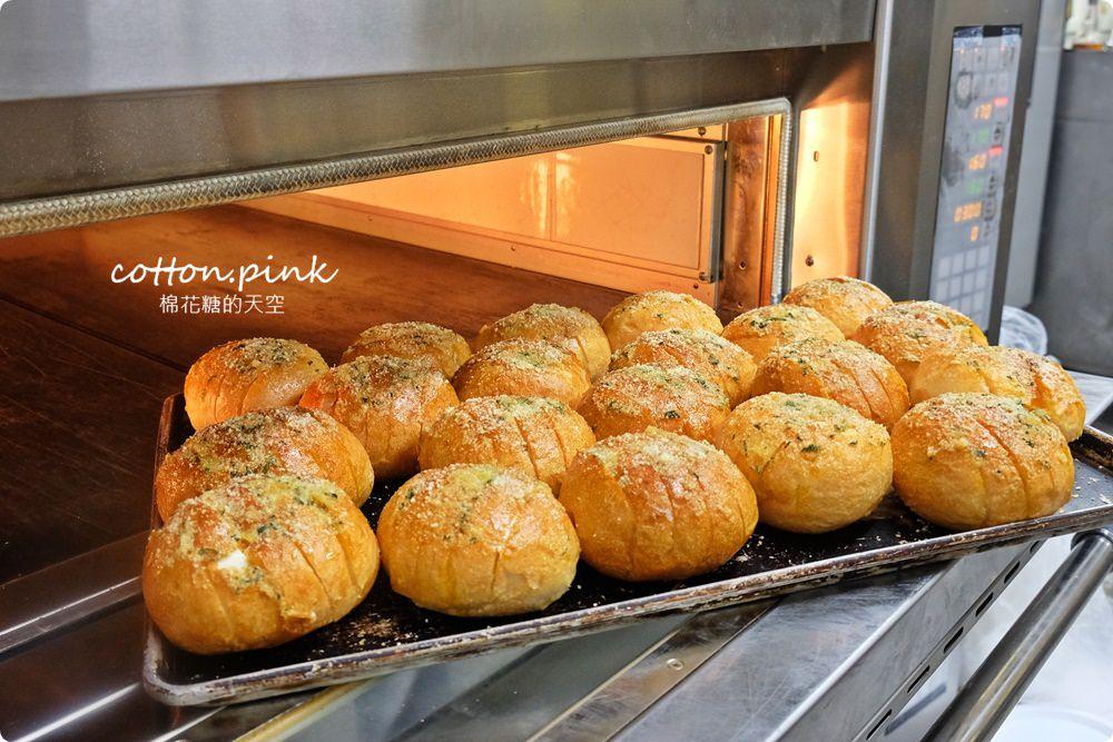 20200314162735 7 - 熱血採訪│韓國最夯的蒜蒜包!巴蕾麵包改良過,鹹甜鹹甜牽絲更好吃