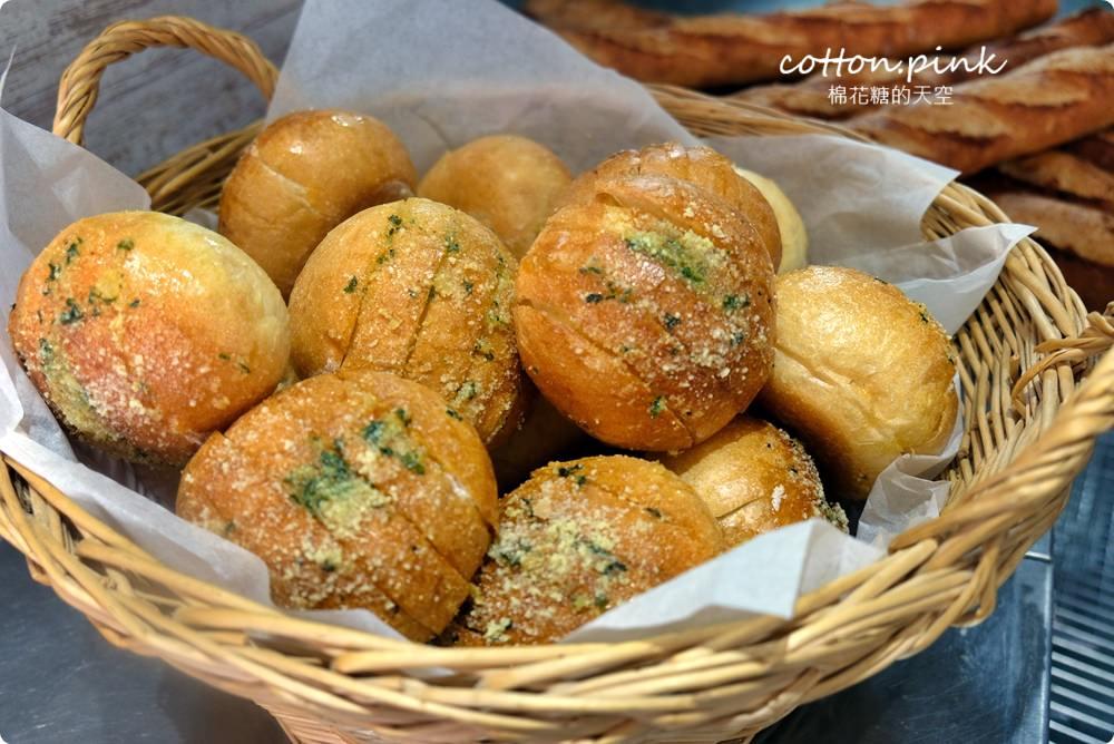 20200314162736 19 - 熱血採訪│韓國最夯的蒜蒜包!巴蕾麵包改良過,鹹甜鹹甜牽絲更好吃