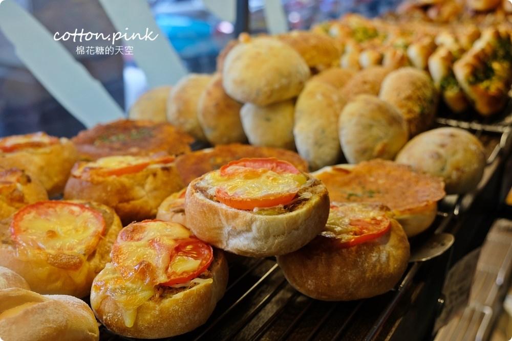 20200314162811 79 - 熱血採訪│韓國最夯的蒜蒜包!巴蕾麵包改良過,鹹甜鹹甜牽絲更好吃