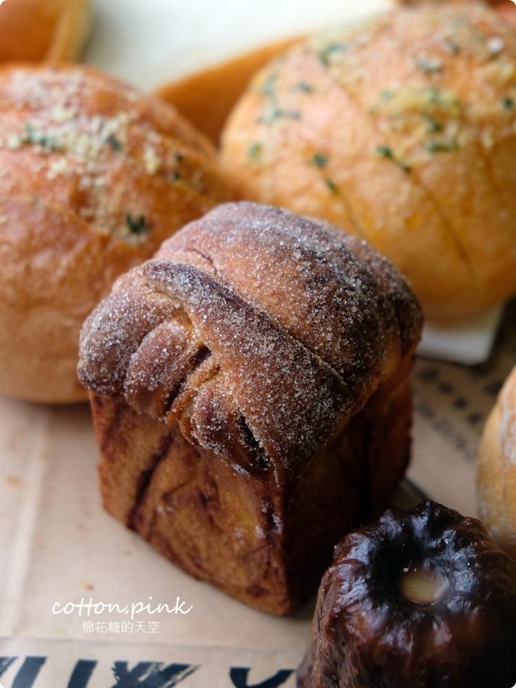 20200314162818 70 - 熱血採訪│韓國最夯的蒜蒜包!巴蕾麵包改良過,鹹甜鹹甜牽絲更好吃