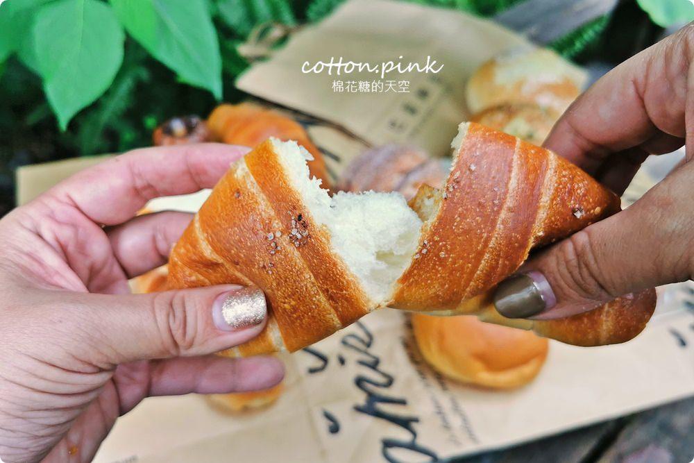 20200314162843 1 - 熱血採訪│韓國最夯的蒜蒜包!巴蕾麵包改良過,鹹甜鹹甜牽絲更好吃