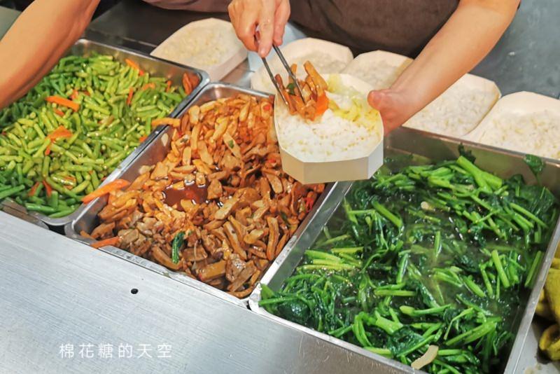 台中北平路美食推薦-李媽媽豬排飯咖哩專賣店,建議避開用餐時間去買