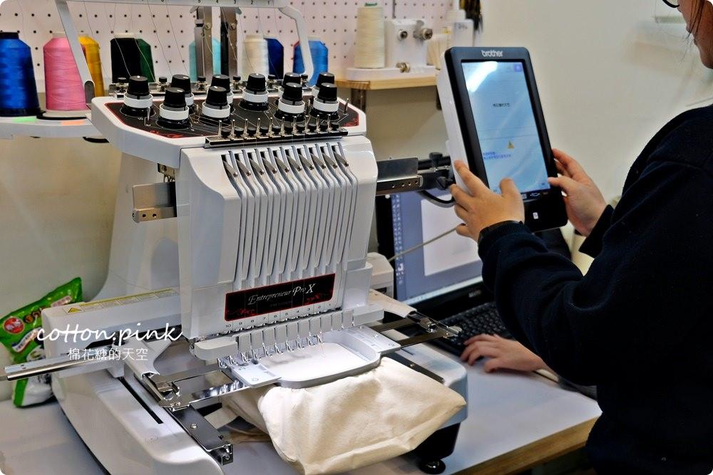 客製化禮物新選擇、青年老闆創業好夥伴-吉他大叔絹印社~口罩套也可以客製!圍裙、門簾通通有,電繡效果更有質感