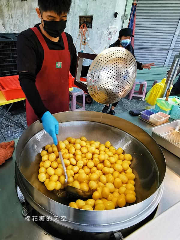 再遠都要去吃!台中大里這家紅心地瓜球真的又大又實在!