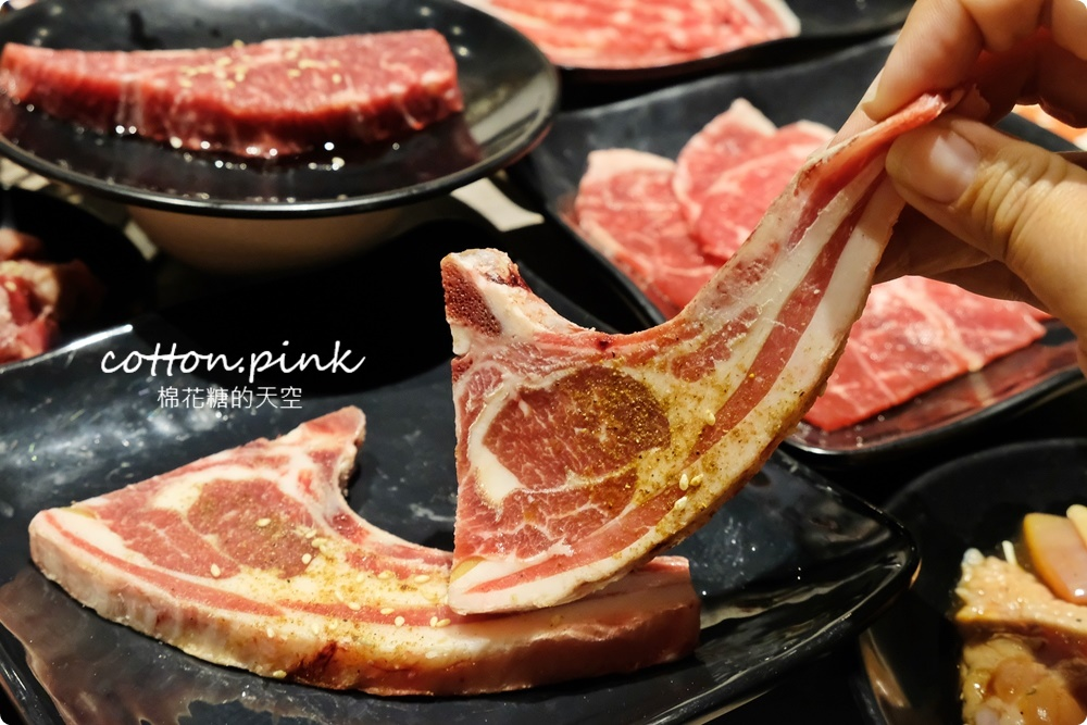 超過60種食材吃到飽!台中羊角炭火燒肉牛排、活蝦現點吃通海~飯後甜點不能錯過這一片!