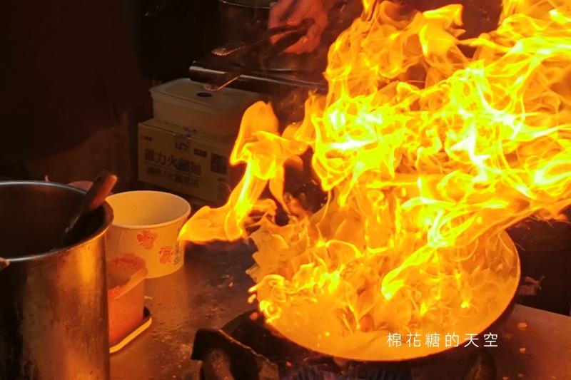 旱溪夜市這攤超火!心耕炒泡麵~台式風味鍋氣十足,竟然是素食!!!!