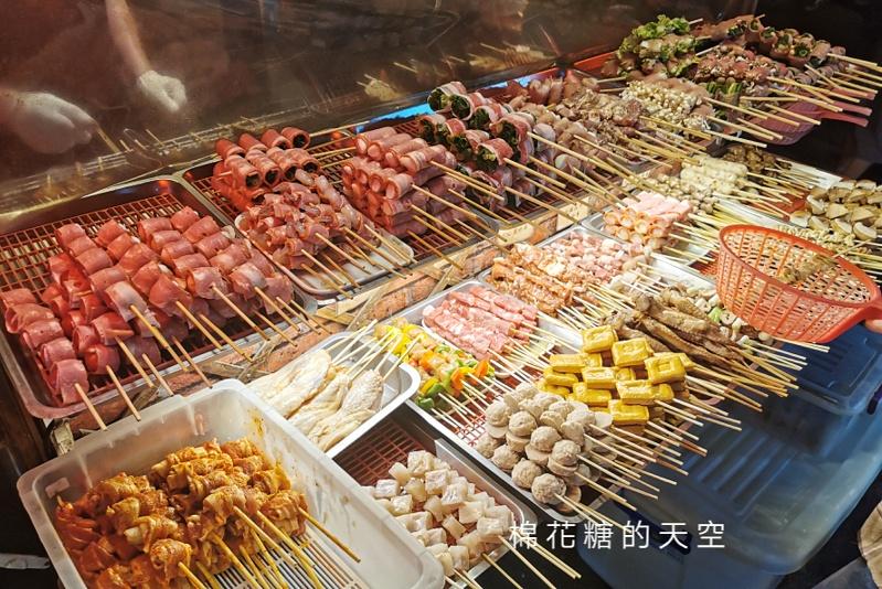 20200527221826 48 - 台中靜宜夜市必吃這一攤!野火燒烤串燒口味超多~肉串三串一百好划算!