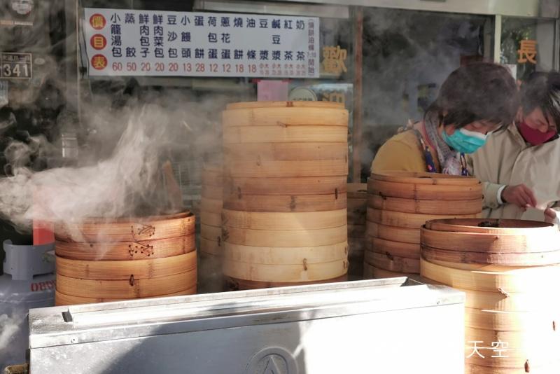 不管平假日都大排長龍的長江早餐!必點燒餅油條加鹹豆漿~