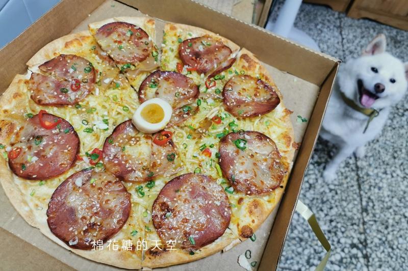 必勝客真的無極限啊!最新拉麵披薩你吃過了嗎?真的是拉麵耶……
