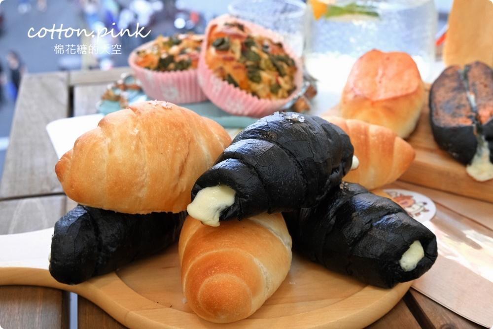 台中一中最新必吃這一味!極黑風暴!鹽可頌、生吐司、明太子軟法~黑白大對戰